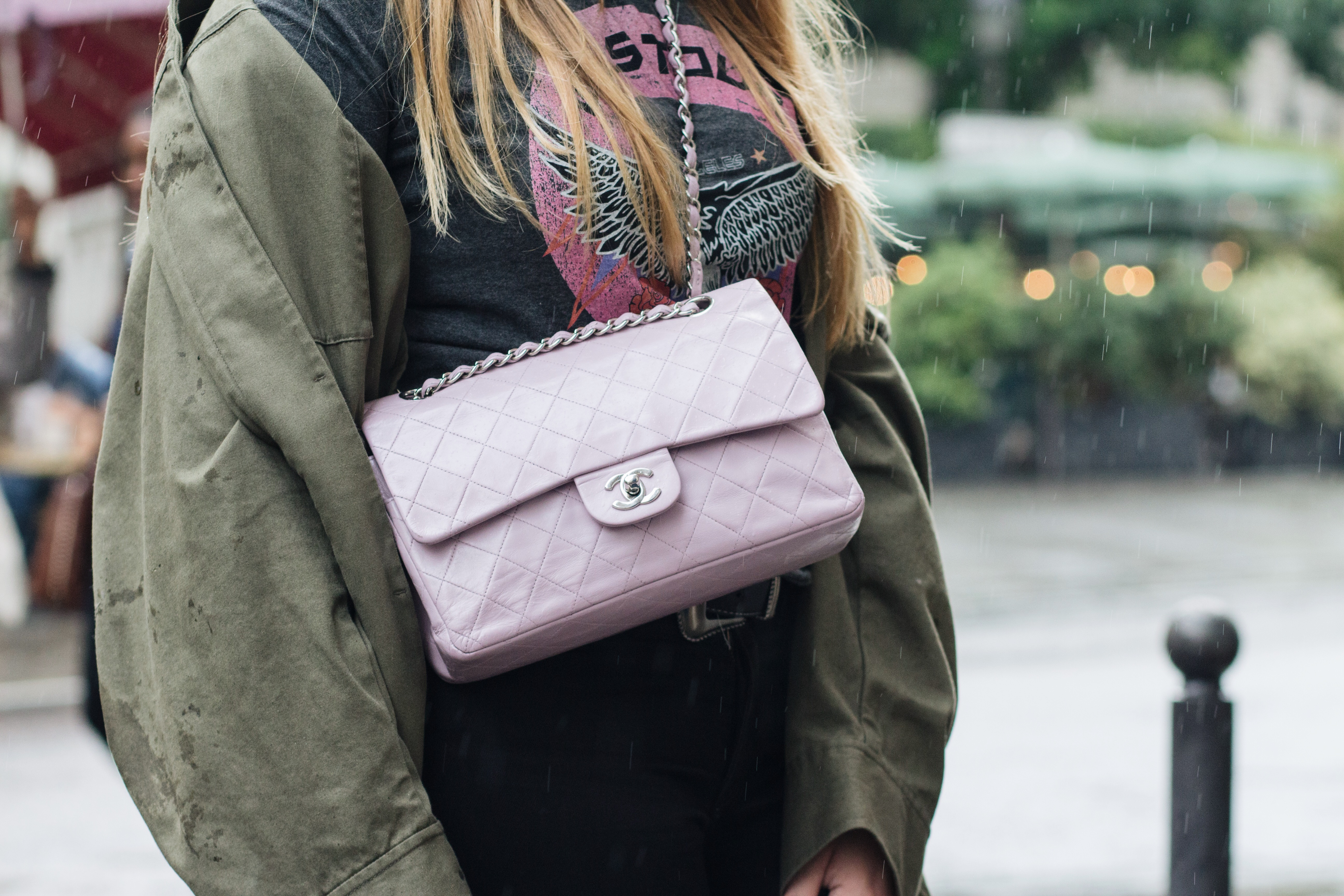 Blogger Dominique Candido wearing a chanel bag